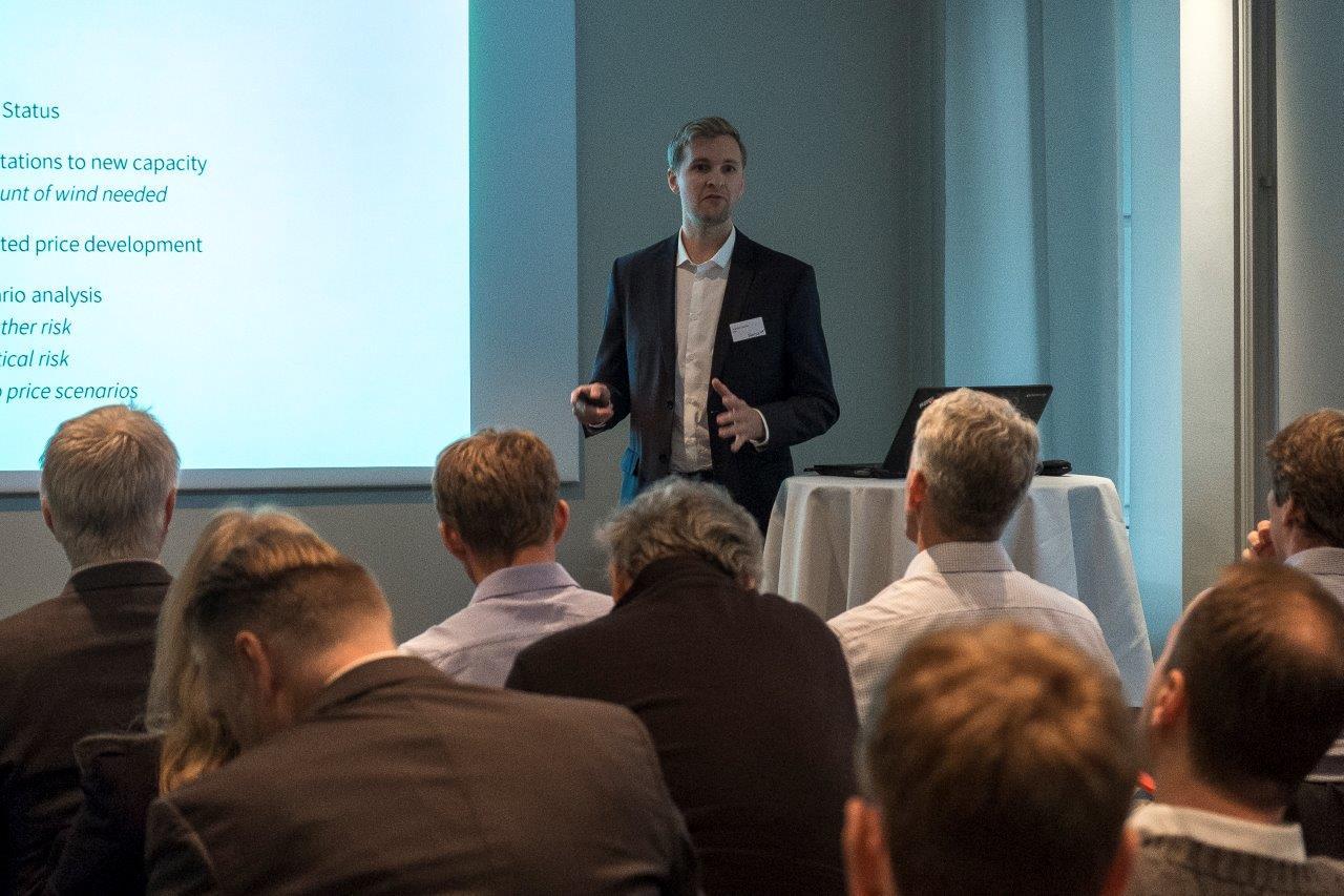 Joachim Jernæs holds presentation
