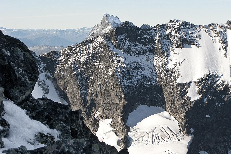 Skagadolstind mountain